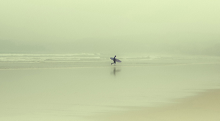 L. Martinez Aniesa. Surfer. España. 2012