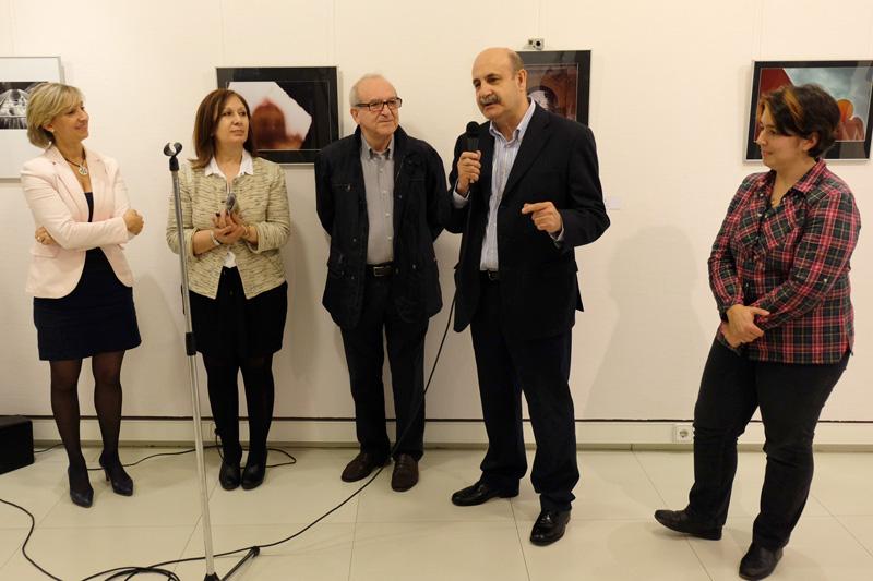 """Presentación de la exposición """"Detalles de Tradición"""" por Antonio Morón, Vicepresidente de la FAFE. Fotografía de LM Mencía."""